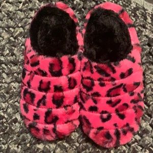 NWOT Pink cheetah furry slippers size 7-8